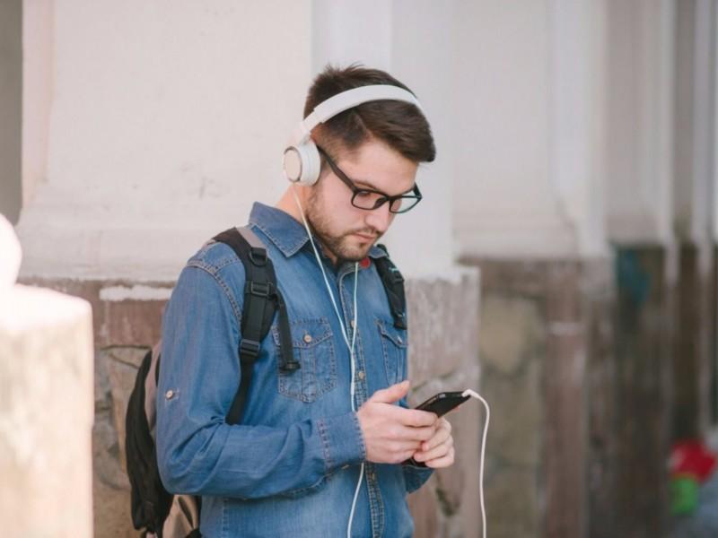 Uso de audífonos y problemas de audición
